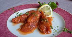 *Una delle eccellenze della cucina di Cabras* Burrida a sa Crabarissa (razza in tranci condita con salsa rossa piccante). Excellence in Cabras cooking One of Ray slices with spicy tomato sauce.