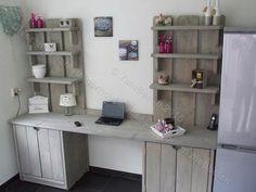 Bekijk de foto van YamBee met als titel Een prachtige bureau kast met 6 planken de onderkasten zijn voorzien van een plank en afgesloten met deurtjes. YamBee diversiteit aan steigerhout en massief houten meubelen. en andere inspirerende plaatjes op Welke.nl.
