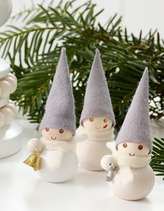We gathered up Over 30 of the Best Diy Christmas decorations and Craft Ideas to share with you today! Handmade Christmas Decorations, Unique Christmas Gifts, Christmas Elf, Christmas Activities For Kids, Crafts For Kids, Deco Table Noel, Creation Deco, Xmas Ornaments, Christmas Inspiration