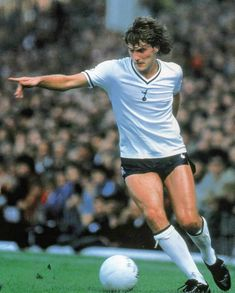 Glenn Hoddle of Tottenham Hotspur in Tottenham Wallpaper, Tottenham Hotspur Players, English Football League, Soccer Pictures, Sporty, Running, 1980s, Legends, History