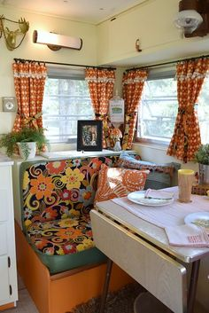 Camper Interior Remodel DIY Travel Trailers – Just about all travel trailers utilize wood veneer. This will go quite a way to giving your family camper a whole new appearance. It's well-known that RVs aren't known for their stylish interiors. Travel Trailer Interior, Vintage Camper Interior, Caravan Vintage, Rv Travel Trailers, Vintage Rv, Vintage Caravans, Retro Campers, Happy Campers, Vintage Campers