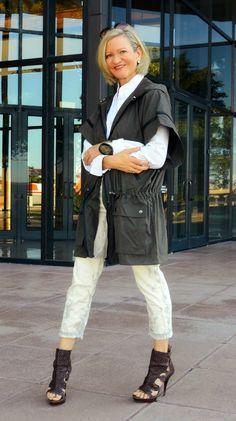 Short sleeved rain coat