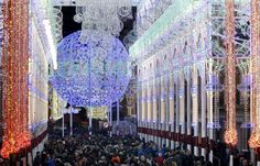 Impresionantes Iluminación  Valencia, Spain, during the Fallas Festival!