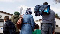Syrische Flüchtlinge im Grenzdurchgangslager Friedland in Niedersachsen.