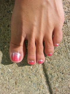 Fußnägel My beautiful ombre glitter pedicure by Mary at spa on the avenue! Shes amazing! Glitter Toe Nails, Glitter Pedicure, Pedicure Nail Art, Shellac Nails, Toe Nail Art, Mani Pedi, Red Nails, Manicure And Pedicure, Hair And Nails