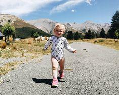 Nämä pinkit lenkkarit jäävät kohta pieniksi mutta ne tullaan säästämään muistona. Niillä on otettu ensimmäiset huterat askeleet kotona opittu kävelemään Kroatiassa ja leikitty Uuden-Seelannin nurmilla. Saatiin reissuun mukaan myös ihania luonnonmukaisesta puuvillasta valmistettuja @breden_kids lastenvaatteita. Monia kauniita kuoseja jotka kestävät kulutusta ja tuoteselosteen mukaan sisältävät 100 % happiness. Toden totta käyttäjän ilmeistä päätellen.  #kidsclothes #bredenkids #breden #gift…