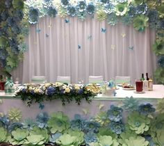 Resultado de imagen de flores gigantes de papel para boda