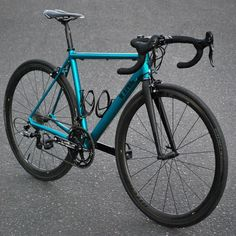 """""""@vynlbikes are picking up where Klein and Cannondale left off, bringing back a high quality 6061-T6 aluminium race bike that's 100% made in the USA. Full…"""""""