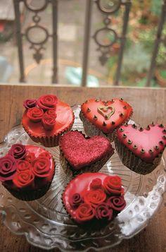 Valentines cupcakes by kate shirazi cakeadoodledoo