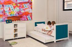 Frische Farben, anspruchsvolles Design und Stoff als Möbelelement, machen den Reiz dieser zauberhaften Kindermöbel aus.