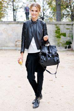 Haremshosen sind bequem und sehen zudem auch noch stylisch aus - das dänische Model Josephine Skriver kombinierte die Hose mit Bikerboots und einer derben Lederjacke.Wie gefallen euch Haremshosen?window.vn