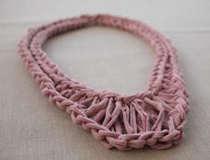 Free knitting pattern for T-Shirt Yarn Necklace Easy necklace design from Fancy Tiger Crafts. Yarn Necklace, Knitted Necklace, Rose Necklace, Fabric Necklace, Crochet T Shirts, Crochet Yarn, Crochet Birds, Crochet Food, Crochet Animals
