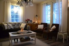 Villa Emmassa: Talvisempi sisustus olohuoneessa Decor, Home Decor, Curtains