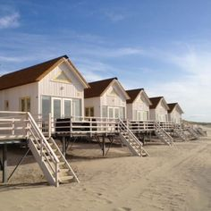 Schlafstrandhäuschen in Zeeland – VVV Zeeland - Strandhaus Bungalow, Little Gardens, Beach Cottages, Beach Houses, Little Houses, Belle Photo, The Good Place, Places To Go, Camping