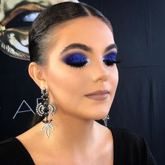Gorgeous Makeup: Tips and Tricks With Eye Makeup and Eyeshadow – Makeup Design Ideas Blue Eyeshadow For Brown Eyes, Makeup For Green Eyes, Blue Eye Makeup, Blue Smokey Eye, Makeup Goals, Makeup Tips, Beauty Makeup, Makeup Ideas, Eye Makeup Glitter