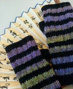 Free Knitting Pattern: Striped Fingerless Gloves