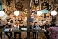 A cavernous industrial-chic coffee shop that distills its own coffee-infused rum. Best Coffee Shop, Coffee Store, Coffee Cafe, Street Coffee, Coffee Mugs, Coffee Tin, Black Coffee, Decoration Restaurant, Restaurant Interior Design