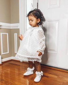 Little Baby Girl, Little Princess, Little Babies, Mom Baby, Baby Gear, My Mom, Cute Kids, Flower Girl Dresses, Photo And Video