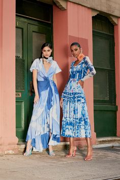 Prabal Gurung Resort 2022 Collection - Vogue Tie Dye Fashion, Prabal Gurung, Friends Fashion, Party Looks, Fashion Show Collection, Trends, Spring Summer Fashion, Skirt Set, Celebrity Style