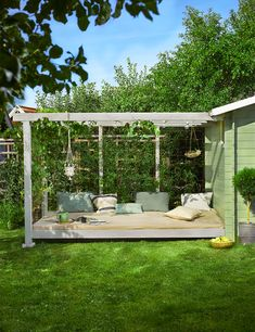 scandinavian exterior design Indoor Outdoor Living, Outdoor Spaces, Fruit Picking, Scandinavian Interior Design, Outdoor Furniture, Outdoor Decor, Garden Plants, Exterior Design, Pergola