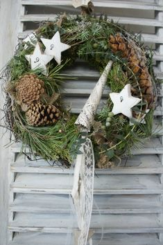 A beautiful natural door wreath that likes to greet guests and passers-by …. On a straw wreath bound with moss and vines there are various greens and cones, which are surrounded by all kinds of natural delights …. beautiful ribbons exude warmth and Christmas Couple, Christmas Wreaths, Christmas Decorations, Diy Wreath, Door Wreaths, Night Sky Painting, Straw Wreath, Seasonal Decor, Holiday Decor