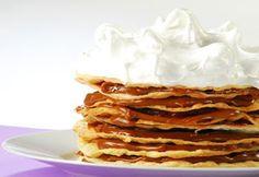 Torta Rogel:  INGREDIENTES  Para a massa Gemas 11 Ovo 1 Água 1 xícara Manteiga 200 g Farinha 1 kg Maisena quantidade necessária  Para o recheio Doce de ...