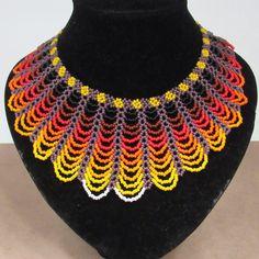 Collar paba. Estos collares los en contraría en las feria de manizale despues del 2 de enero del 2016 en #expoferia y en el teatro fundadores #manizales #artesanias #feriamanizales #colombia #2016 #emberachami #coloresdemoda 1 Gram Gold Jewellery, Gold Jewelry, Beaded Jewelry, Seed Bead Art, Seed Beads, Diy Necklace Patterns, Easy Art For Kids, Beaded Collar, Simple Art