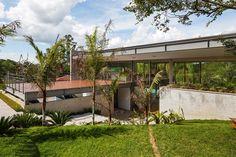 LLM House,© Nelson Kon