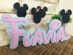 Letras da Disney pra alegrar a decoração da sua festa e quarto.  Nome em MDF de 16,5cm de altura e 15mm de espessura, peça fica em pé sozinha, não precisando de apoio.    Escolha o nome e cor que fazemos pra ti.  Consulte-nos para orçamento personalizado.