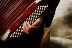 """Quem estiver passando nos arredores da Estação São Bento do Metrô vai poder curtir um grande show de música regional, no dia 3 de abril. Quatro grupos musicais participam do primeiro dia do Festival Estação Catraca Livre, apresentado por Trident. Com shows de 45 minutos cada, o evento começa às 17h30 e termina às 21h30....<br /><a class=""""more-link"""" href=""""https://catracalivre.com.br/sp/agenda/gratis/dia-de-musica-regional-no-festival-estacao-catraca-livre/"""">Continue lendo »</a>"""