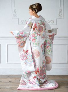 Bridal Uchikake in White and Pale Pink with Butterflies and Kaleidescope Patterns Traditioneller Kimono, Mode Kimono, Kimono Japan, Kimono Fabric, Japanese Outfits, Japanese Fashion, Asian Fashion, Japanese Clothing, Japanese Geisha