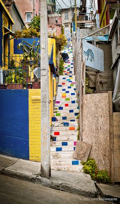 Escalera de colores en Valpo by Yarag, via Flickr Beautiful World, Beautiful Places, Argentine, Collaborative Art, Stairway To Heaven, End Of The World, Community Art, Stairways, Trees To Plant