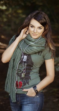 Ewa Farna Height, Weight, Bra Size Body Measurement Height And Weight, Body Measurements, Bra Sizes, Plaid Scarf, Portrait, Celebrities, August 12, Beauty, Women