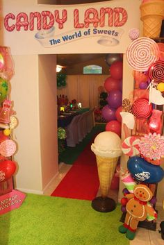 Entrance at a Willy Wonka & Candyland Birthday Party! See more party ideas… Candy Decorations, Party Decoration, Candy Land Christmas, Candy Land Theme, Hansel Y Gretel, Candy Party, Candy Crush Party, Willy Wonka, Candyland