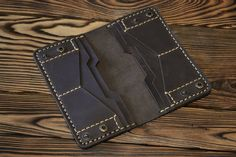 Leather Wallet Pattern, Handmade Leather Wallet, Minimalist Leather Wallet, Leather Craft, Men's Leather, Wallets For Women Leather, Leather Projects, Womens Purses, Leather Purses