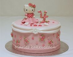 Floral number cake topper by Marie's Kakeverden