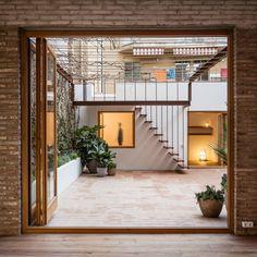 Gallery of Gallery-House / Carles Enrich - 11