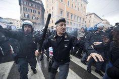 #Jobsact. proteste e scontri a #Roma.