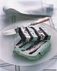 Mint chocolate chip ice cream cake @Tessa Ratzlaff @Samantha Walton @Jerica Pankratz I think we need this next sleepover;)