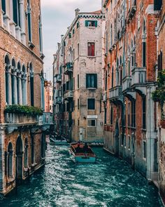 Venice daily scenes Davideo Ramer You are in the right place about italy aesthetic bedroom Here we offer you the most beautiful pictures about the venice italy aesthetic you are looking for. Oh The Places You'll Go, Places To Travel, Places To Visit, Travel Destinations, Visit Venice, Travel Aesthetic, Travel Goals, Italy Travel, Italy Trip