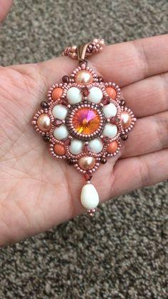 Love the sparkle! Beaded Jewelry Designs, Seed Bead Jewelry, Bead Jewellery, Jewelry Making Beads, Macrame Bracelet Patterns, Beaded Bracelets Tutorial, Beading Patterns, Bead Weaving, Jewelry Crafts