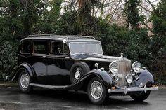 Rolls-Royce & Bentley Rolls-Royce Wraith Limousine by Hooper & Co Rolls Royce Wraith, Rolls Royce Cars, Rolls Royce Black, Classic Rolls Royce, Classic Cars British, Old Classic Cars, Vw Beetle Custom, Rolls Royce Vintage, Cars For Sale Uk