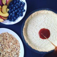 Ein frisches, fruchtiges sommerliches Rezept mit Blaubeere und Nektarine vereint in einer Tarte die auf dem Boden noch eine leckere Schicht aus Karamell hat