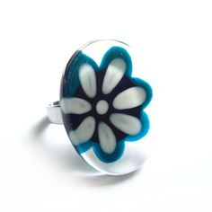 Nouvelles bagues chez Azurine  Flower teal and white ring  hand painted glass  by azurine on Etsy, $25.00