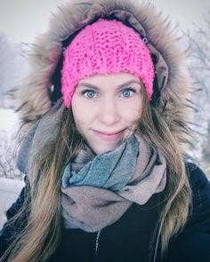 Huomenna paluu arkeen ja koulutehtävien pariin. Lomailuviikot vilahtivat nopeasti ohi, mutta hyvää ovat nämä päivät tehneet. Kävimme mm. tyttären ja siskojeni kanssa Turussa kylpylässä ja myöhemmin vietimme poikien kanssa jännittävät mökkiseikkailupäivät lumimyrskyn keskellä. #lumimyrsky #eräjorma #minä #selfie #talvi #winter #turku #joululoma #mökkeily #opiskelijaelämää #turkuamk Winter Hats, Selfie, Instagram, Fashion, Moda, Fashion Styles, Fashion Illustrations, Selfies