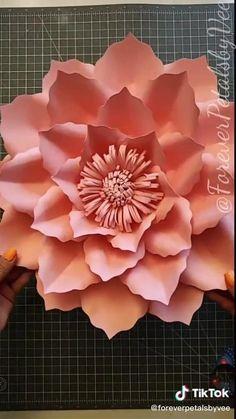 Diy Crafts Hacks, Paper Flowers Diy, Useful Life Hacks, Handmade Decorations, Ice Tray, Silicone Molds, Origami, Crafty, Creative