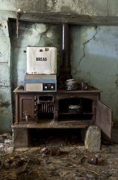 Abandoned house in Ireland. Looks like the cake is still in the oven.  https://flic.kr/p/9kKn4R | Untitled