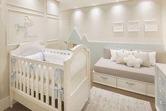 Com projeto assinado pelo escritório Redecker + Sperb, este quartinho de bebê ficou uma graça e todo personalizado. Vem ver as fotos! Twin Baby Rooms, Toddler Rooms, Baby Bedroom, Baby Boy Nurseries, Baby Room Decor, Nursery Room, Kids Bedroom, Bedroom Decor, Pastel House
