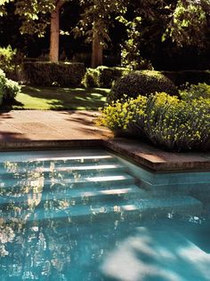 Tranquil exterior design with lush garden and pool Diy Water Feature, Backyard Water Feature, Small Water Features, Water Features In The Garden, Tiled Staircase, Rustic French, French Farmhouse, Modern Farmhouse Style, Modern Rustic Interiors