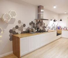 The kitchen in Knurów is finished in an eclectic style. Design made by work … - Modern Kitchen Room Design, Kitchen Wall Tiles, Kitchen Redo, Kitchen Flooring, Interior Design Kitchen, Kitchen Backsplash, Kitchen Remodel, Hexagon Backsplash, Beautiful Kitchens